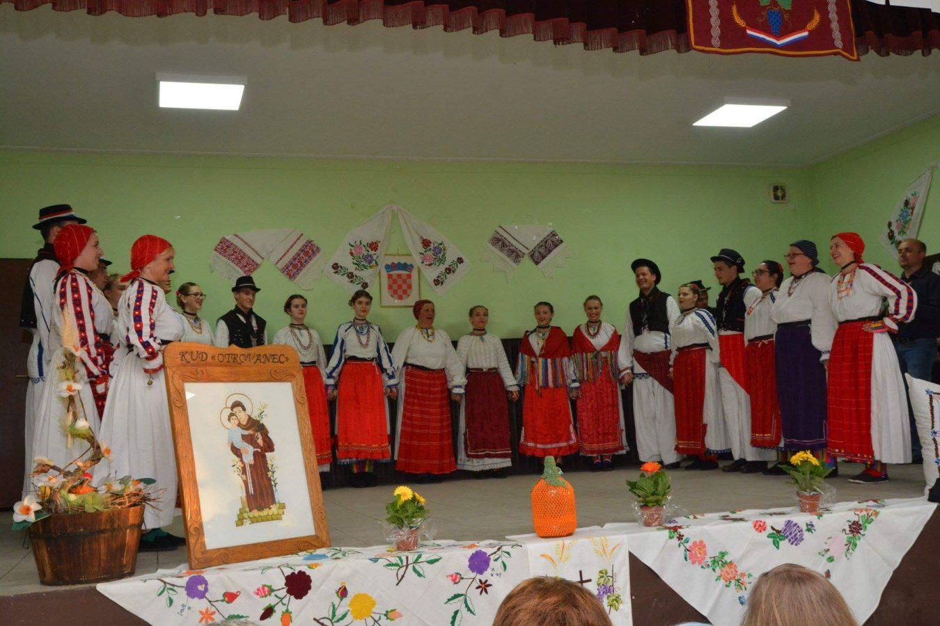 Folklorni susreti u Otrovancu (2)