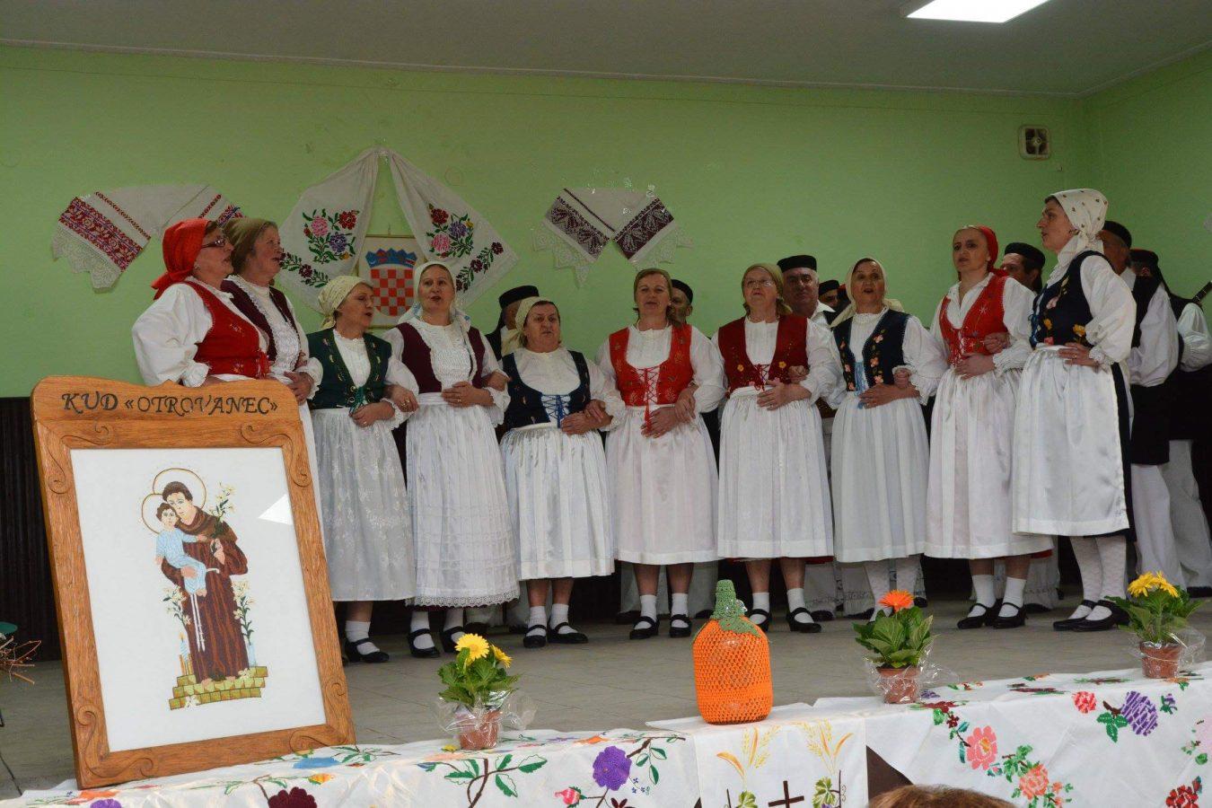 Folklorni susreti u Otrovancu (21)