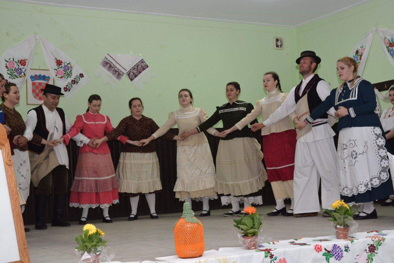 Folklorni susreti u Otrovancu (23)