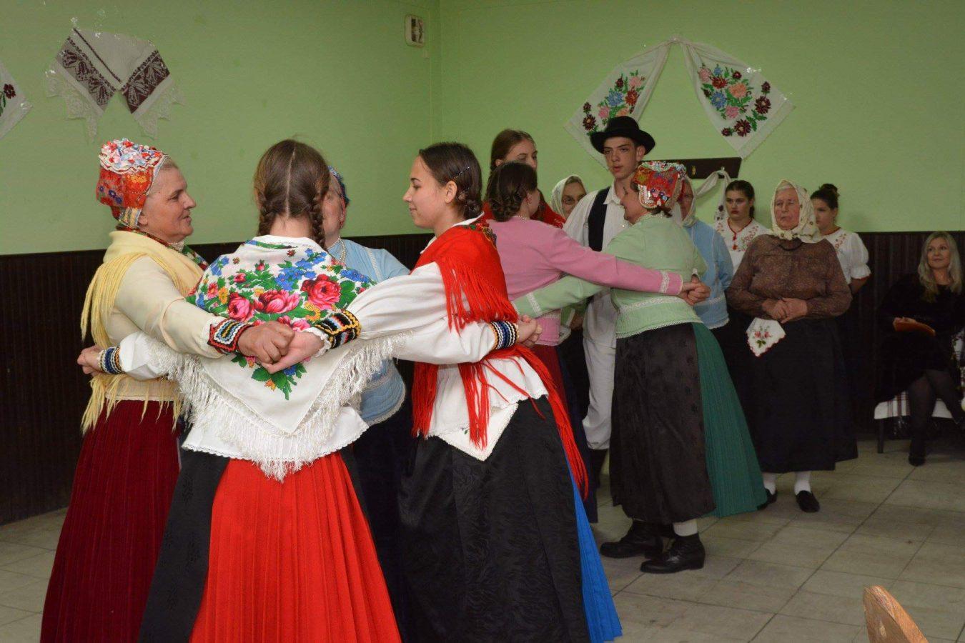 Folklorni susreti u Otrovancu (27)